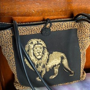 Roar!! Lion purse . No name, good quality